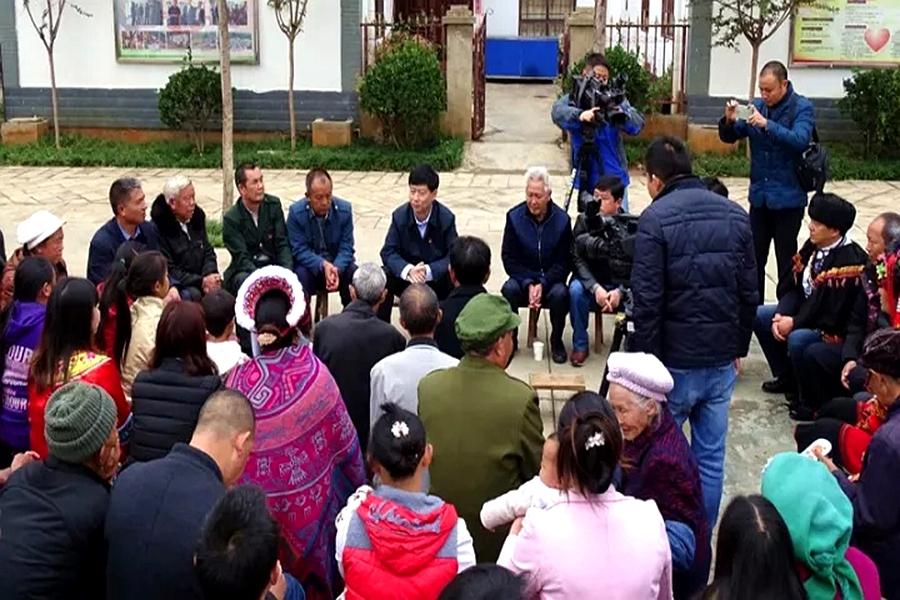 杨亚林为龙头山群众解读十九大精神共谋灾区新发展